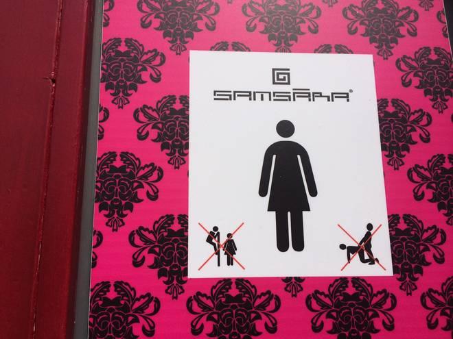 Young vietato fare sesso nel bagno il divieto dello stabilimento balneare foto young - Sesso lesbo in bagno ...