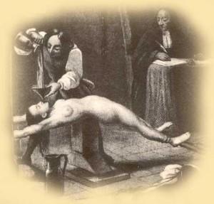 Pulizia dell'anima: si faceva ingerire alla condannata acqua bollente, carbone e sapone, per mondare la sua anima corrotta.