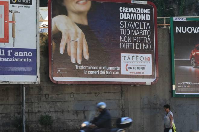 Archivio   La pubblicità dell'agenzia funebre ...