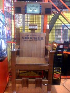 Young shocker spopola la sedia elettrica giocattolo for Sedia elettrica x scale