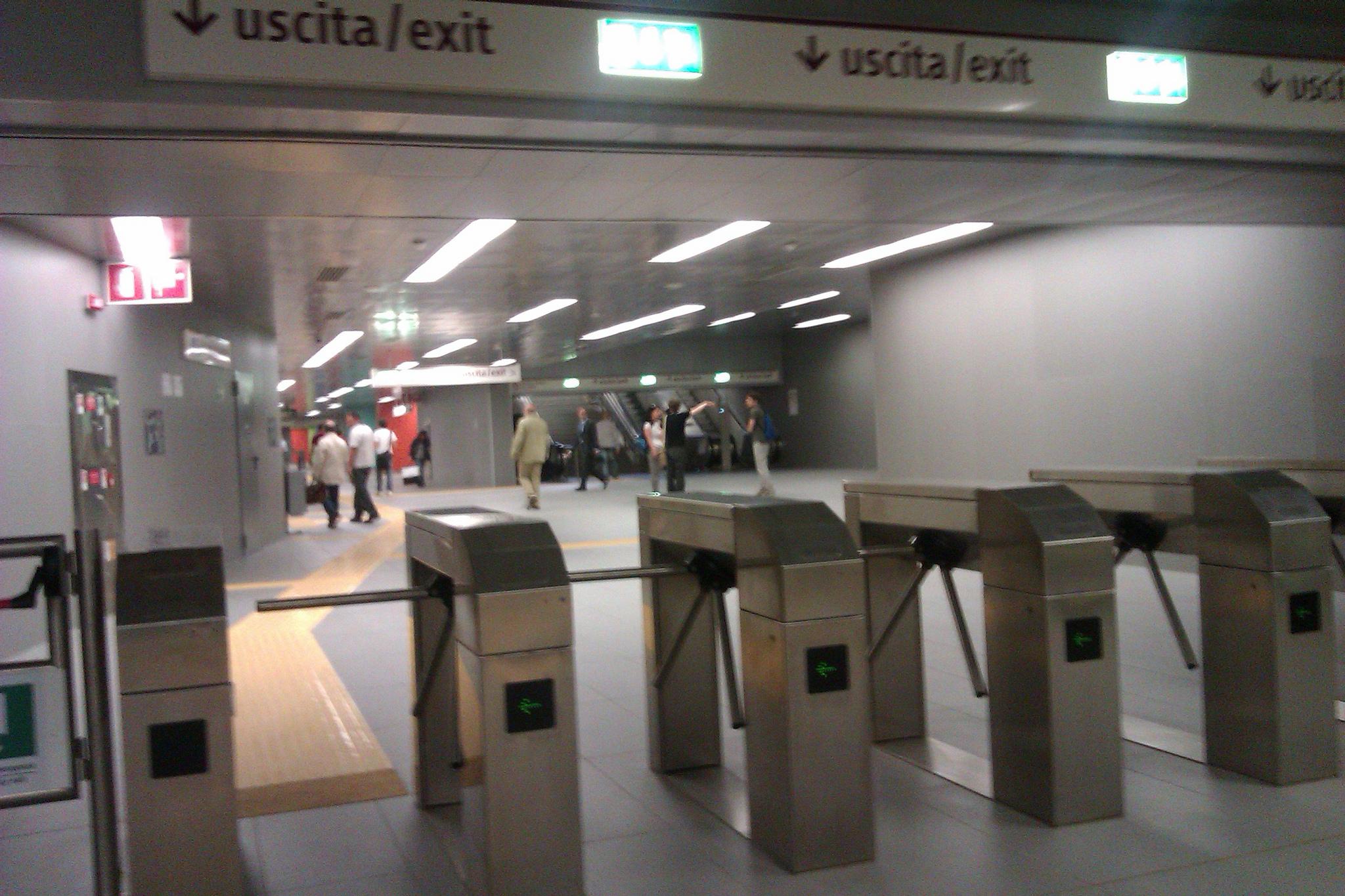 Young metro roma il biglietto si timbra anche in uscita - Metro porta furba roma ...