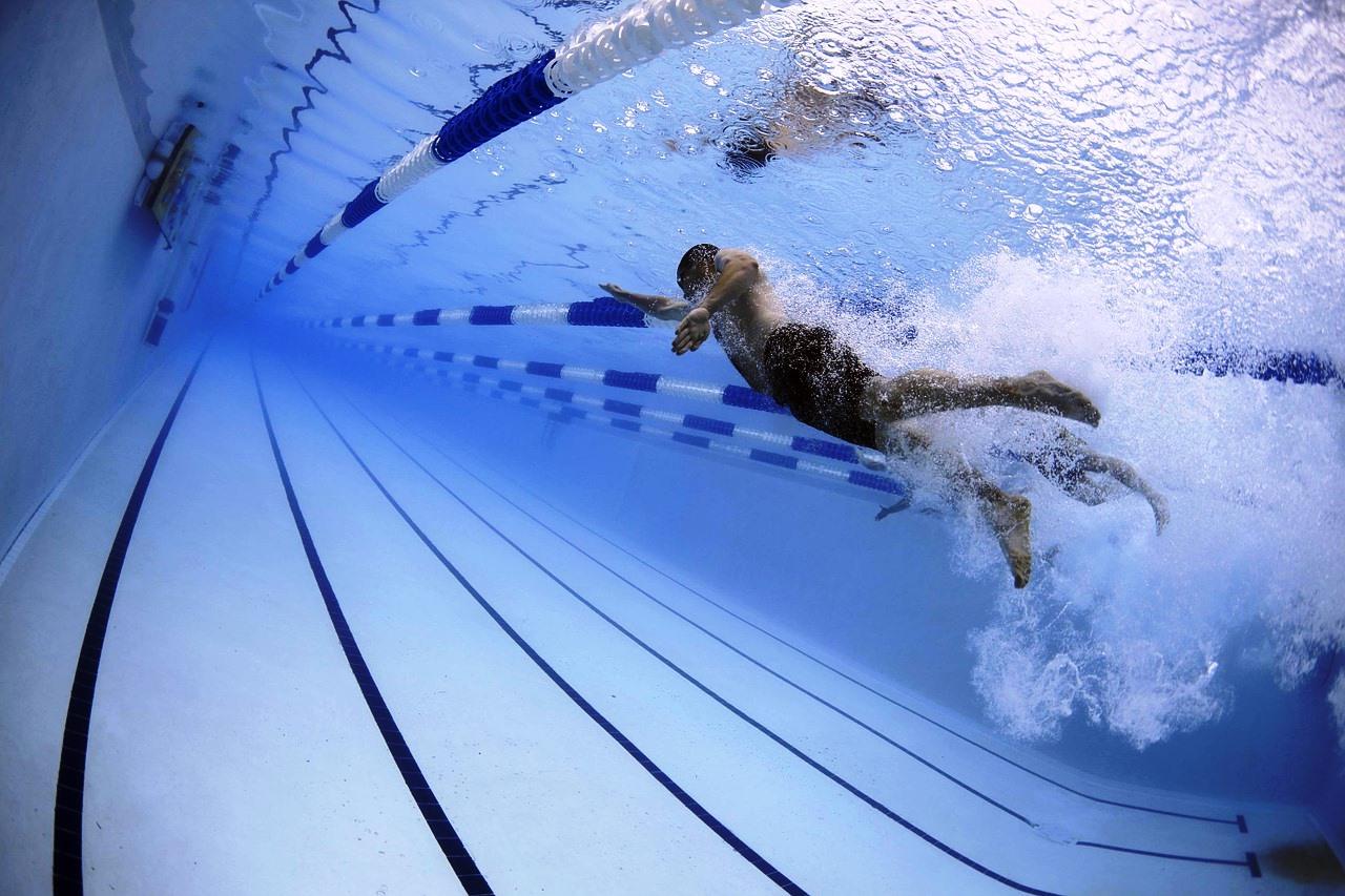 Young occhi rossi in piscina non solo colpa del cloro - Cloro in piscina ...